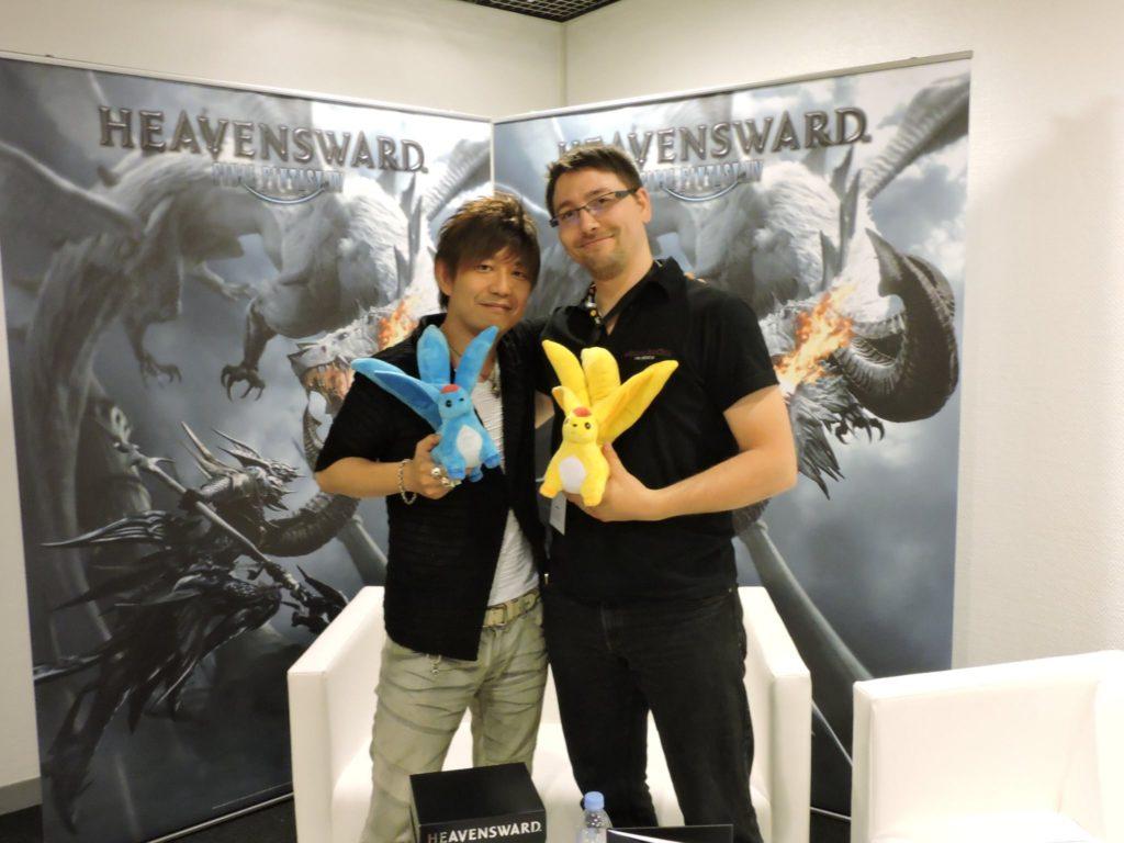 Naoki Yoshida et Ookami accompagnés par les peluches Carbuncle